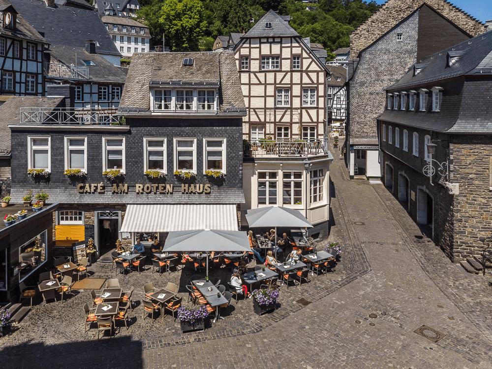 Café Am Roten Haus Juli 2018 mit Backstube (Gebäude am rechten Rand).